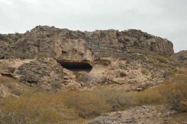 El investigador Ramiro Barberena fotografió la cueva en Neuquén, que es un tesoro arqueológico.