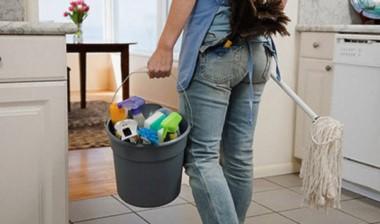 Los trabajadores de casas particulares, definidos como empleados del servicio doméstico, comenzarán desde este mes a cobrar un aumento en sus sueldos.