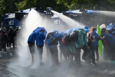 Violentas protestas callejeras con decenas de miles de manifestantes en las afueras de la cumbre del G20 en Alemania.