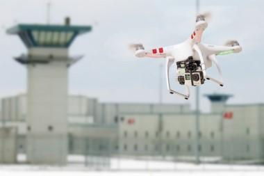 Gracias al drone que le facilitó las herramientas, el condenado a perpetua pudo escapar de la cárcel.