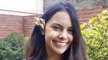 Anahí Benitez fue vista por última vez el sábado pasado cuando le avisó a su familia que salía a caminar. (Facebook).