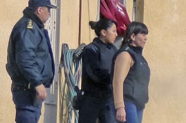 La madre del joven Jorge Sierra estará detenida en su casa. Los antecedentes fueron claves para la decisión.