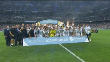 Real Madrid sigue cosechando títulos. En pocos días le ganó la Supercopa de Europa al Manchester United y ahora la de España al Barcelona.