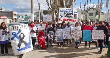 Los familiares de José Arias marcharon por las calles madrynenses.