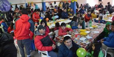 Chicos y grandes recorrieron las obras. Luego se realizaron sorteos de tablets, cocinas y tortas.