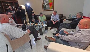 En la reunión planificaron la campaña para octubre.
