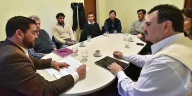 Reunión con los funcionarios para coordinar la implementación junto a la Cooperativa de Rawson.