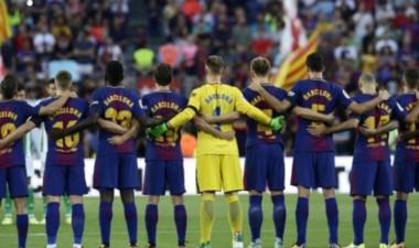 En un día muy emotivo, Barcelona y Betis hicieron un minuto de silencio previo al juego en homenaje a las víctimas del atentado.