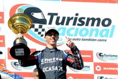 Pernía muy contento en el podio: