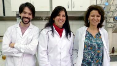 El equipo de científicos que trabaja sobre la biorremediación