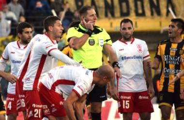 Olimpo, entre los mejores 8 de la Copa Argentina, está último en la Superliga y debe ganar de manera urgente.