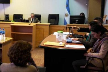 El juez esquelense José Colabelli absolvió a la ginecóloga Estela Perramón por la muerte de una menor.