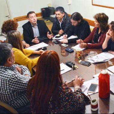 Cumbre. Sardá durante su encuentro con los concejales de Trelew.