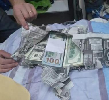 Narcotráfico. Una de las tantas pilas de billetes que la Policía secuestró durante los allanamientos.