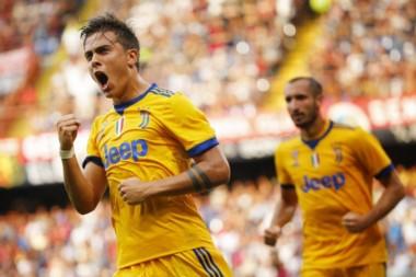 Juventus remontó al Genoa con triple de Dybala y golazo de Cuadrado.