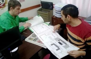 Planos. El concejal de Cambiemos y el empresario afinan detalles sobre el proyecto para la capital.