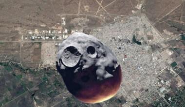 Comparación del asteroide Florence con la ciudad de Trelew. La roca de casi 5 km de diámetro pasará muy cerca de la Tierra.