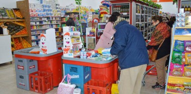 """El nuevo  """"super chino"""" ofrecerá una variada gama de productos alimenticios, perfumería, carnicería, verdulería, bazar, juguetería, entre otros."""