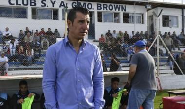 """Esmerado, artífice del """"campañón"""" de Brown en la temporada pasada en la B Nacional, hoy debuta como DT de Temperley."""