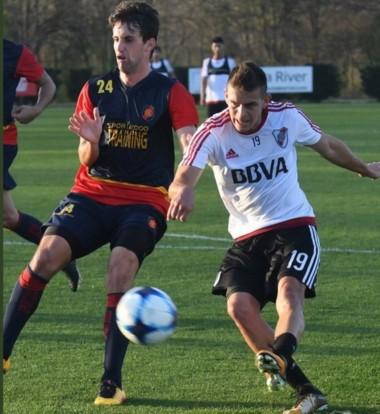 Borré tuvo sus primeros minutos en un amistoso contra Colegiales.