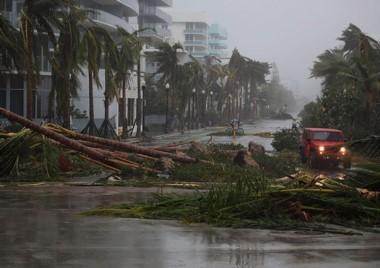 Irma fue degradado a categoría 2 luego de tocar tierra por 2da vez en el territorio de Florida.