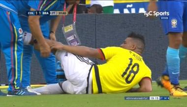 Frank Fabra se fue lesionado en el partido de Colombia frente a Brasil.