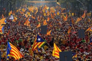 El Parlamento catalán aprobó la independencia de Cataluña.