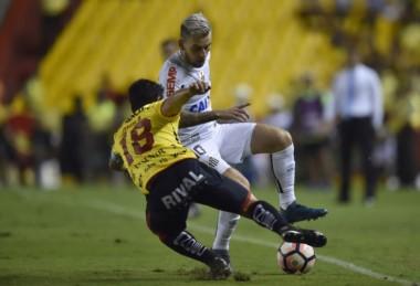 Barcelona y Santos empataron 1-1 en Ecuador. Gol importante para los brasileños.