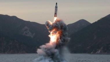 El cohete voló hacia el este unos 3.700 kilómetros, alcanzando una altura máxima de 770 km, es decir más lejos y más alto que misiles norcoreanos anteriores.