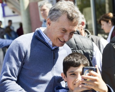 El presidente Macri encabezó un timbreo dando inicio a la campaña.
