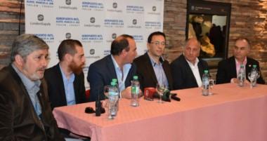 El Intendente Maderna, el ministro Müller y autoridades de Aerolíneas brindaron detalles del vuelo