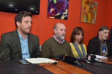 La familia de Santiago Maldonado y la abogada siguen buscando respuestas que no aparecen.
