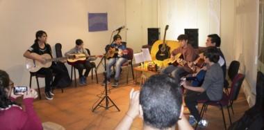 """Los integrantes del Taller Municipal de Guitarra del ciclo 2017,  protagonizaron un concierto intenso y emotivo en la Sal a """"Ángel Danil""""."""