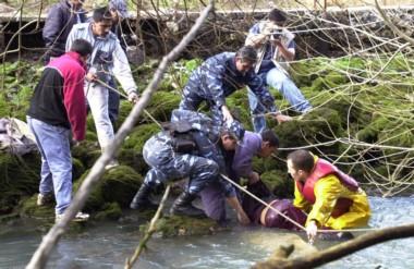 Los propios habitantes de la Villa lograron rescatar a varios de los chicos caídos al río.