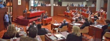 Los diputados aprobaron los cambios para darle algo de respiro a los municipios, aunque le pidieron racionalidad y austeridad a intendentes.