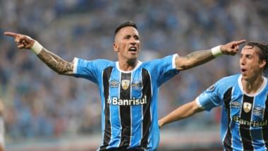Con un gol del uruguayo Alvez, Barcelona venció 1-0 (2-1 global) a Santos en Brasil.