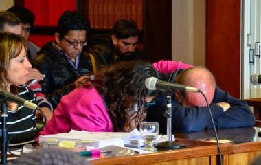 Sergio Maldonado y su esposa Andrea rompen en llanto luego de prestar testimonio ante la Cámara Federal de Comodoro. Foto: Gustavo Díaz / Télam