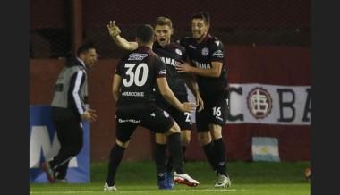Lanús, que hace historia en la Copa Libertadores, hoy visita a Gimnasia por la Superliga.