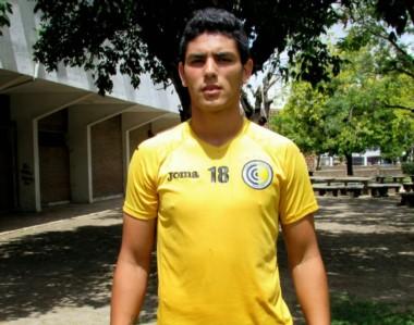 Lucas Passerini, con los colores de Comunicaciones.  Hoy, milita en Tigre, que compite en la Superliga.