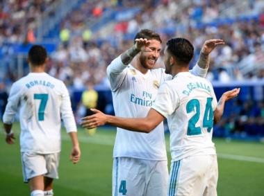 Real Madrid con doblete de Ceballos le ganó 2-1 ante Alavés.