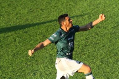 Barsottini le dio la victoria a Ferro en el final del partido.
