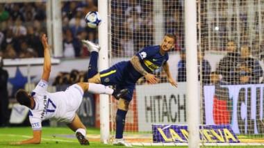 """No se cansa de hacer goles: 31 en 36 partidos. El Pipa Benedetto """"on fire""""."""