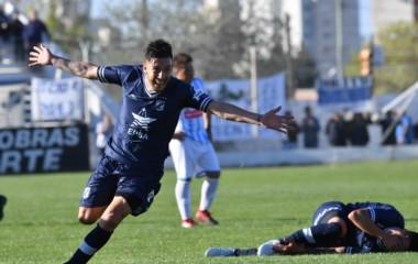Adrián Martínez marcó el tercero decretando la goleada de Brown en su debut de local.
