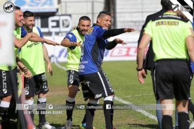 Con gol de penal del Maxi Salas, el Albo consiguió sus primeros tres puntos del torneo ante Santamarina.