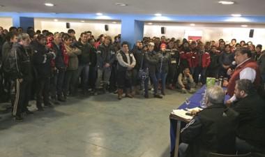 Mala noticias. Ávila dio la cara ante los trabajadores con los despidos.