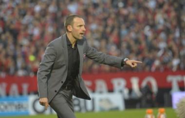 Lucas Bernardi acordó de palabra su llegada como entrenador de Estudiantes.