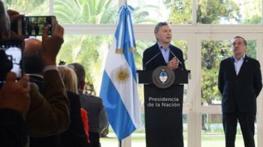 El jefe de Estado, este miércoles, con el ministro Lino Barañao a su lao...