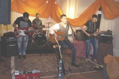"""""""Víctor y Los sobrevivientes"""" tocaron el sábado en el Espacio de Arte de Diario Jornada."""