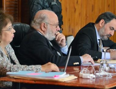 Tribunal. Monella (izquierda) Guanziroli y Giménez, reflexionando.