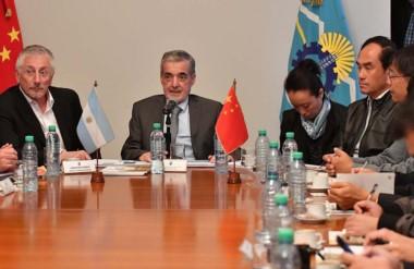 Encuentro. El gobernador recibió a una comitiva integrada por inversores interesados en la producción.
